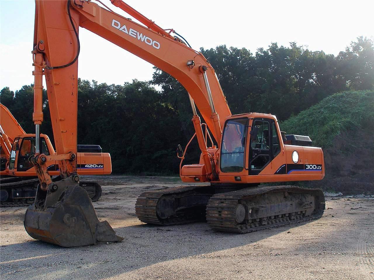 daewoo-excavator2